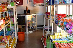 Obchod s potravinami a vybavením v Twiga Lodge & Campsite