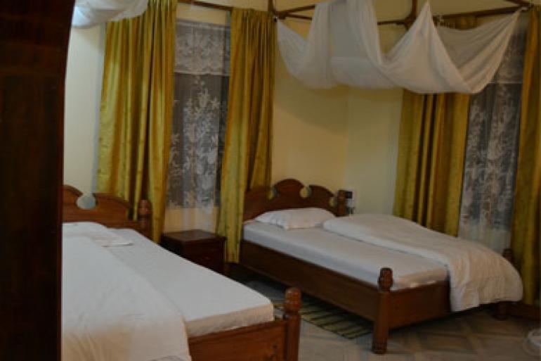 Standard Rooms v Twiga Lodge & Campsite