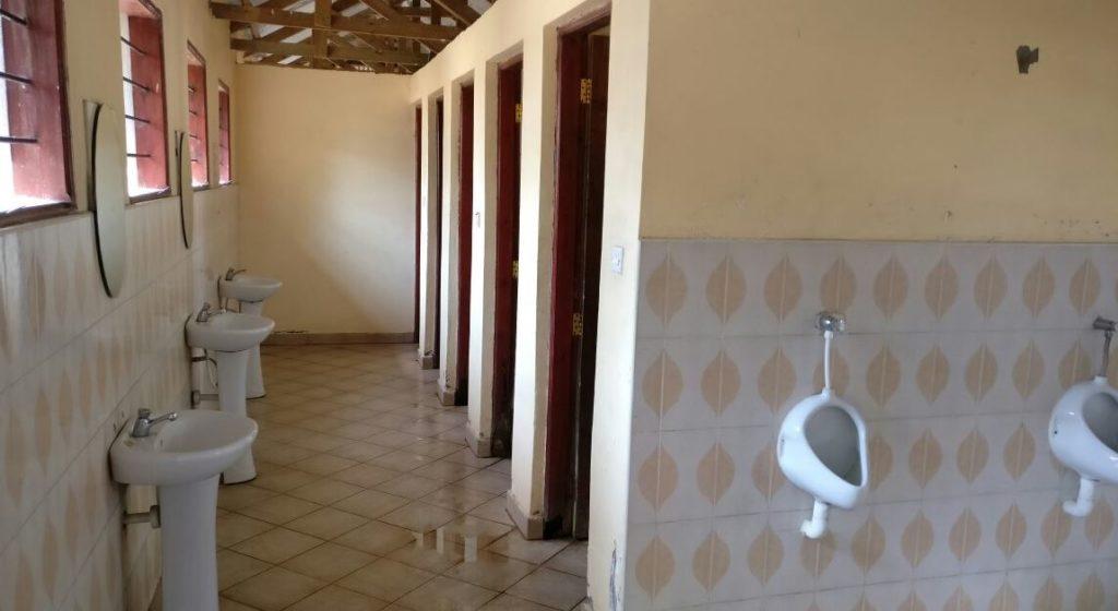 Seronera Nyani Campsite umývárny a záchody.