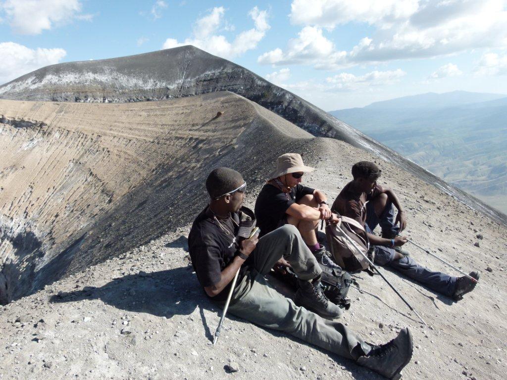 V vrcholu Ol Doinyo Lengai je krásný výhled do okolí