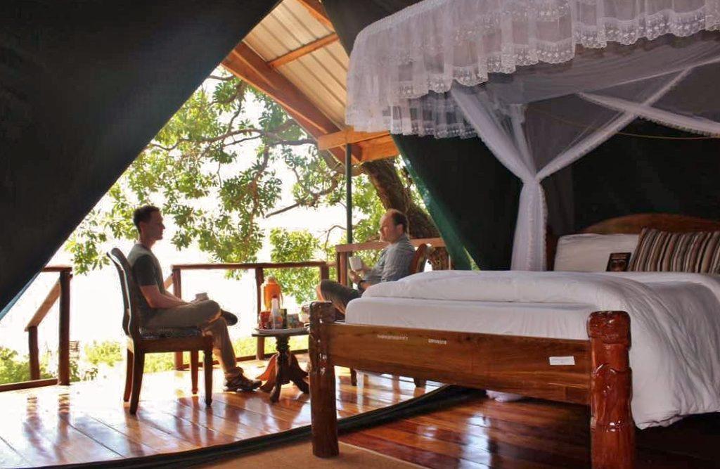 Vybavení stanových chatek v Gombe Luxury Tented Camp