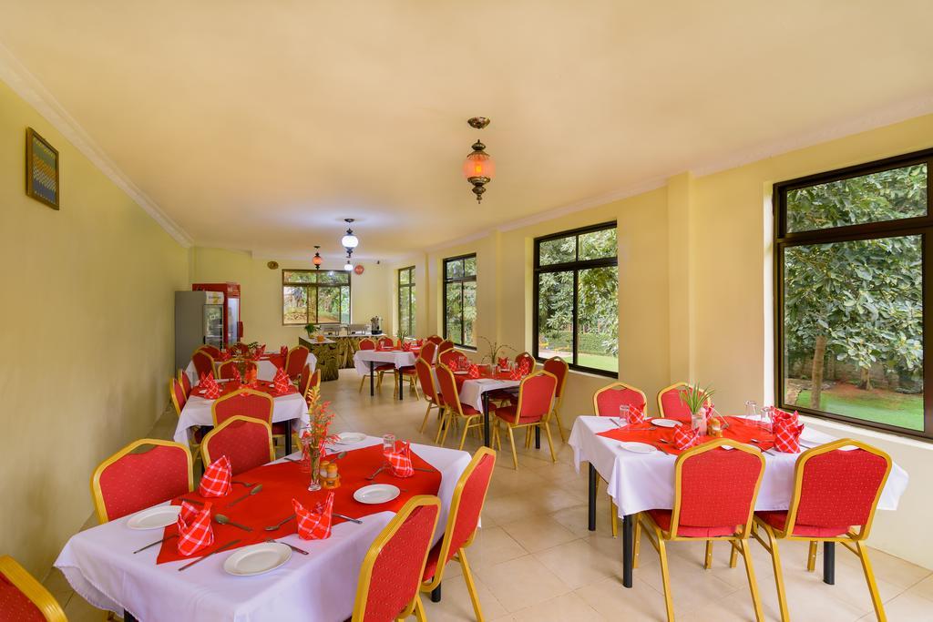 Vnitřní prostory restaurace v The Mvuli Hotel