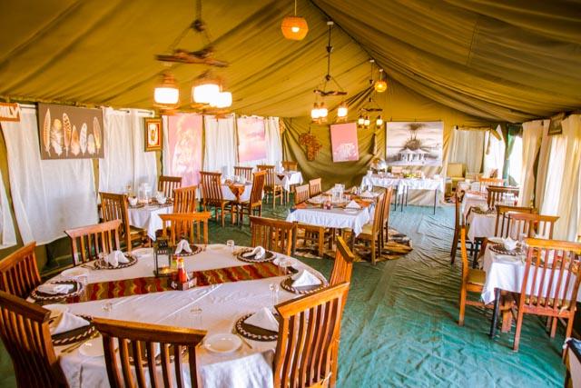 Pohodlná restaurační chatka v Heritage Migration Camp