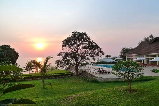 Bazén a zahrady Lake Tanganyika Hotel
